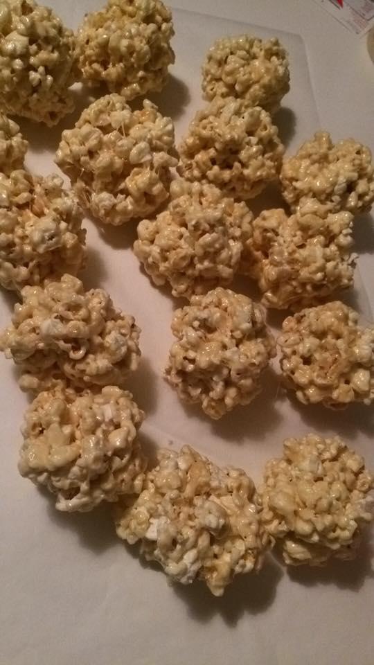 GledeGaard Popcorn balls